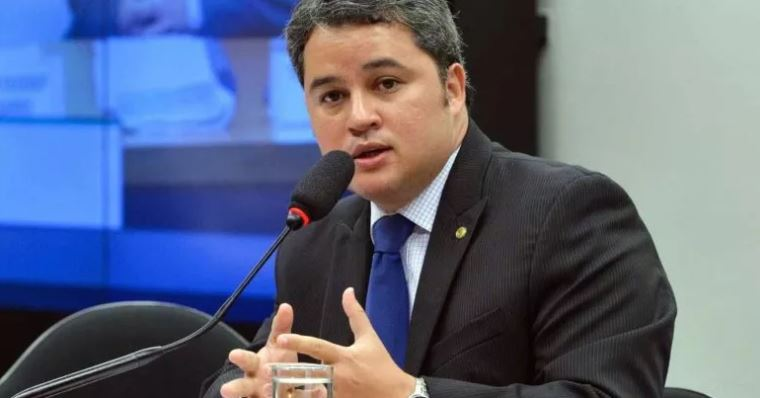 """efrain - """"Grande equívoco"""", diz Efraim Filho sobre paralisação das obras na BR-230"""