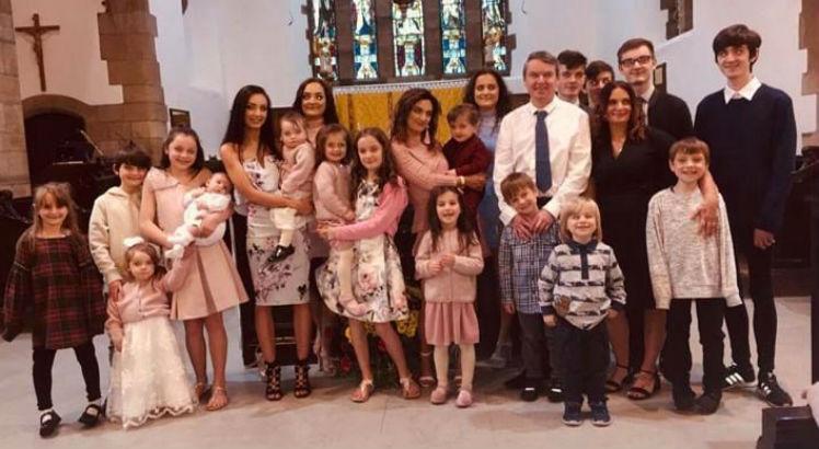 família 22 filhos - Mulher de 44 anos está grávida do 22º filho