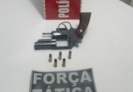 Polícia apreende drogas e revólver após perseguição em João Pessoa