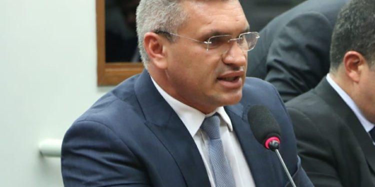 """julian 1 750x375 - """"Provei que cumprir a palavra é possível"""" afirma Julian Lemos em balanço do primeiro ano de mandato"""