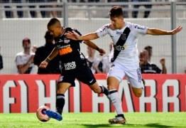 Após falhas dentro de campo, Ponte Preta vence Corinthians por 2 a 1