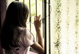 Mulher é presa por estuprar menina de 13 anos