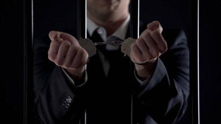 preso - STJ reduz pena de condenado com base em decreto de armas