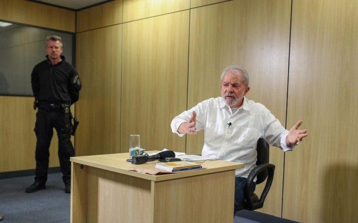 whatsapp image 2019 09 20 at 09.29.27 1 1 e1569759329979 - Editoras procuram agente da PF que cuidou de Lula na prisão com interesse em livro