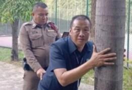 Policiais simulam sexo em reconstituição de atentado ao pudor e viralizam