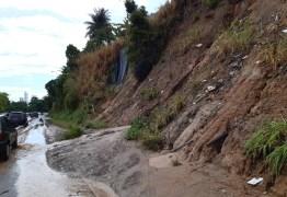 EM JP: Fortes chuvas da madrugada causam desabamento de parte da barreira do Castelo Branco
