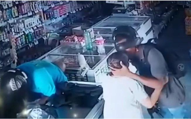 92nrycepaxnw8mpvltzsagr5q - BEIJOQUEIRO: Polícia prende suspeito de assalto que beijou idosa durante crime