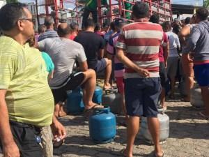 GREVE GAS 300x225 - EM GREVE: Petroleiros do RN vendem gás de cozinha a R$ 40 durante protesto em Natal