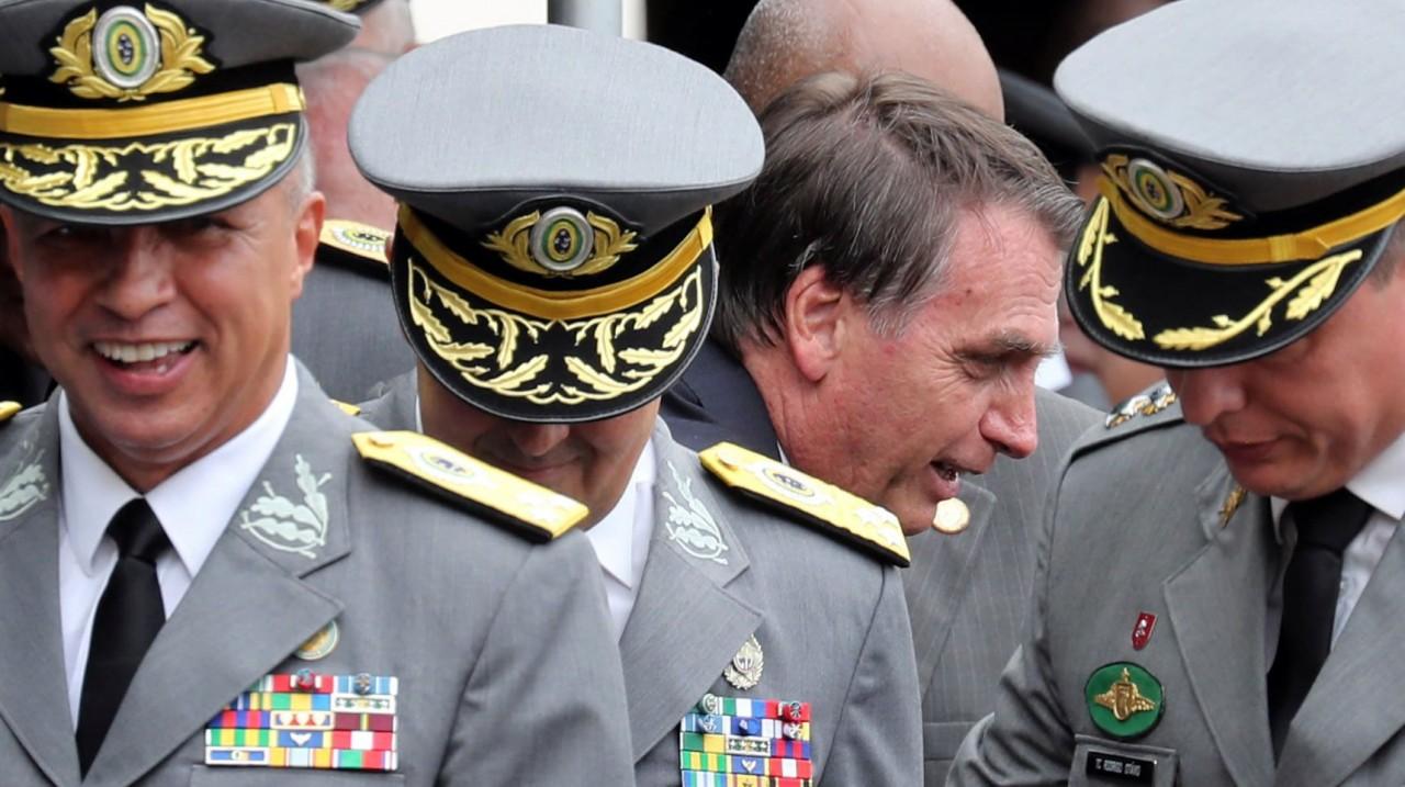 Militarizando1 - A PEDRA QUE FALTAVA – Bolsonaro cumpre objetivo e militariza governo ao indicar o último dos generais - POR FRANCISCO AÍRTON