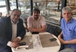 Ao lado de Fábio Maia, Ricardo Coutinho reaparece e participa de reunião para definir estratégias do PSB