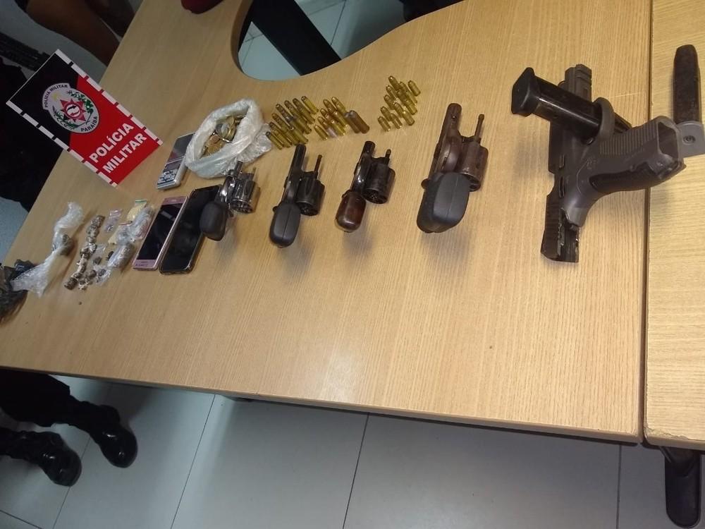 armas apreendidas - ARSENAL APREENDIDO: Grupo responsável por noites de terror em João Pessoa é desarticulado