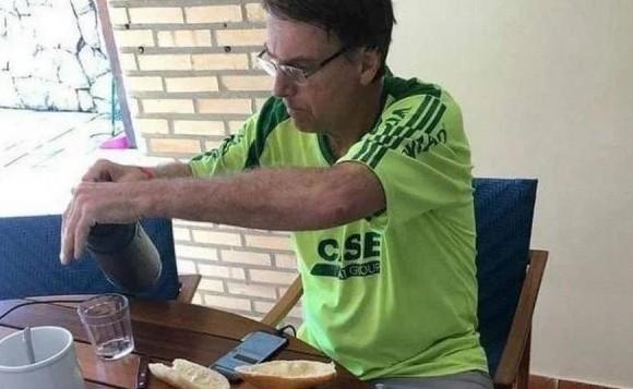 bolsonaro café 1 - CENÁRIO PARA GANHAR VOTOS: Mesas de café da manhã de Bolsonaro eram fakes