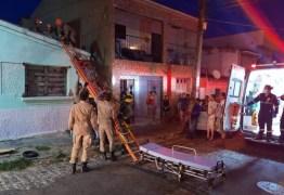 EM VÍDEO: Homem sofre descarga elétrica enquanto tentava religar energia de casa em Campina Grande