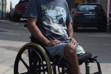 """vitor santiago baleado durante ocupacao das forcas armadas na mare 1521065332694 v2 450x800 - CARRO FUZILADO: """"Legítima defesa imaginária"""" inocenta militar que deixou jovem paraplégico"""