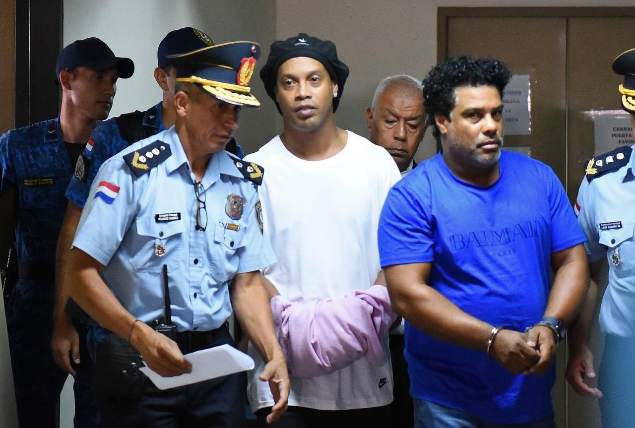 """000 1po6fi - """"Não deveria ter sido preso"""" diz Sindicato dos Jogadores do Paraguai ao defender Ronaldinho"""