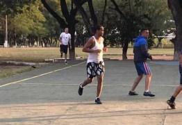 Ronaldinho Gaúcho joga 'pelada' na prisão e é destaque do time
