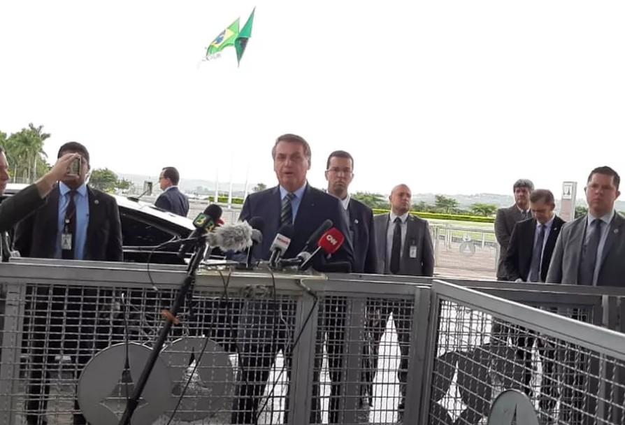 Capturarl - Bolsonaro volta a atacar governadores e defende isolamento mais brando: 'O que alguns estão fazendo é crime' - VEJA VÍDEO