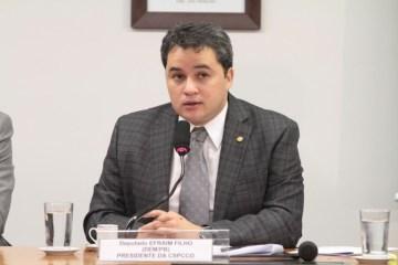 """Efraim Filho 1 - Efraim, o """"líder remoto"""", orientou votação do DEM na Câmara"""