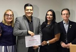 """Apresentador de TV é homenageado como """"Profissional do Ano"""" pelo Rotary Club em João Pessoa"""