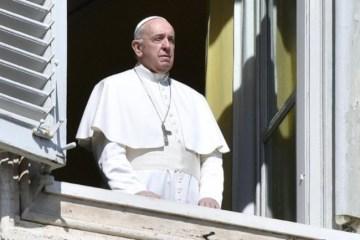 Papa Francisco - A bênção do papa Francisco, numa hora em que o mundo cai de joelhos - Por Nonato Guedes