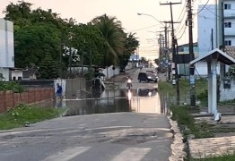 Fortes chuvas deixam ruas alagadas, em João Pessoa