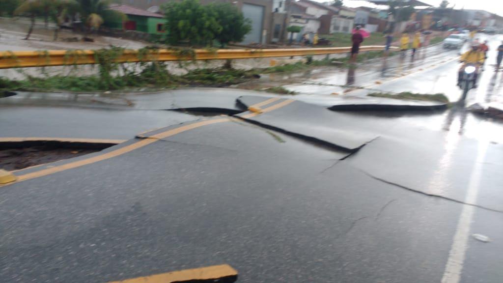 WhatsApp Image 2020 03 23 at 07.06.49 1024x576 1 - TUDO ALAGADO: chuva forte causa estragos em cidade sertaneja - VEJA IMAGENS