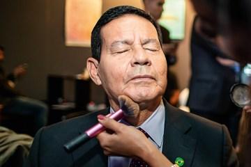Bolsonaro já não governa e Mourão engraxa suas botas – Por Ricardo Noblat