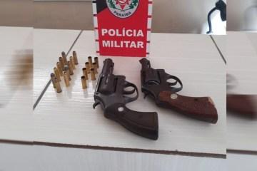 arma apreendida - Polícia prende em flagrante dupla suspeita de homicídio em Pedras de Fogo