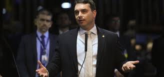 baixados 3 1 - Flávio Bolsonaro critica postura de Dória durante conferência com presidente, 'precisa descer do palanque'