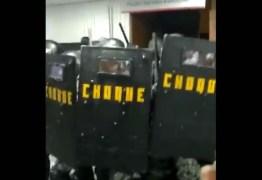 Tropa de Choque agride servidores durante protesto contra reforma da previdência em São Paulo – VEJA VÍDEO