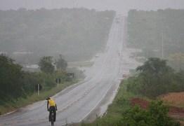 Chove mais de 100 milímetros nas últimas 24 horas em João Pessoa