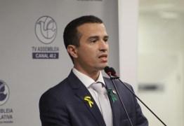 Doutor Érico deixa G11 na ALPB: 'Saio por uma questão pessoal'