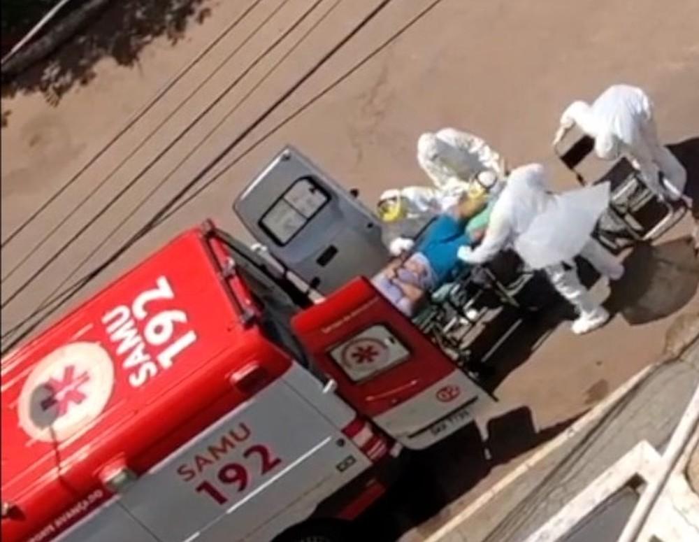 fremeeeee - SUSPEITA DE CORONAVÍRUS: Socorristas do Samu removem homem com crise respiratória - VEJA VÍDEO