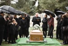 Família vai a enterro de idosa que morreu de coronavírus e 17 pessoas são infectadas