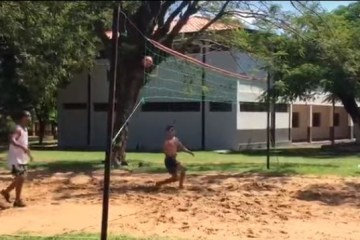 futvôlei - FUTEVÔLEI: Ronaldinho Gaúcho é flagrado jogando dentro de presídio