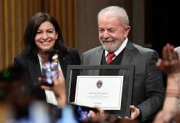 """""""É meu dever falar em nome dos que sofrem"""", diz Lula ao receber honraria em Paris – VEJA VÍDEO"""