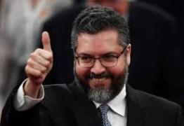 Governo brasileiro retira diplomatas e funcionários da Venezuela