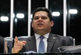 Alcolumbre anuncia acordo pela manutenção do veto ao Orçamento