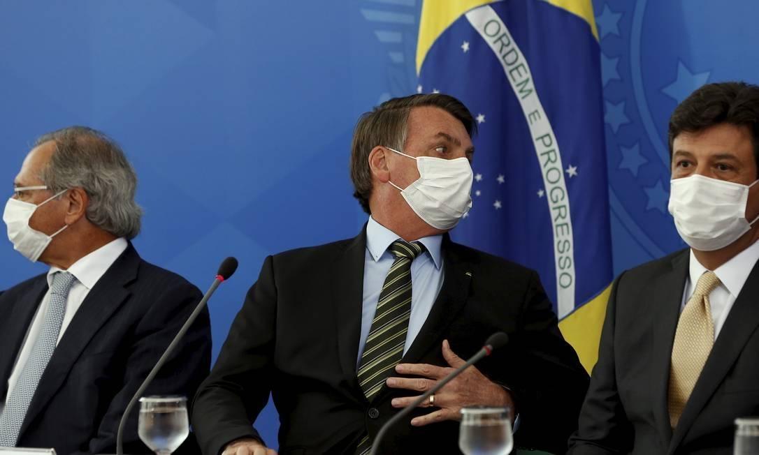 x87558098 PA Brasilia BSB 180 32020Coletiva do Presidente Jair Bolsonaro com Mascara Cirurgi.jpg.pagespeed.ic .78jEWJyJ3J - Governo Bolsonaro tentou tomar posse de 200 ventiladores pulmonares comprados pela Prefeitura de Recife