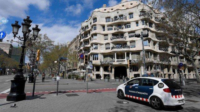 xblog barcelona.jpg.pagespeed.ic .uIaWBARJnR - Polícia prende oito durante orgia em meio ao toque de recolher pelo coronavírus