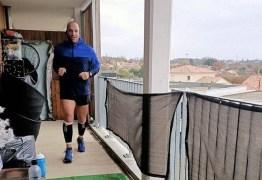 Em quarentena, francês corre maratona na varanda de apartamento – VEJA VÍDEO