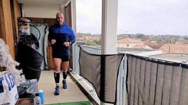 xblog elisha run.jpg.pagespeed.ic .JWTIEDAjUV - Em quarentena, francês corre maratona na varanda de apartamento - VEJA VÍDEO