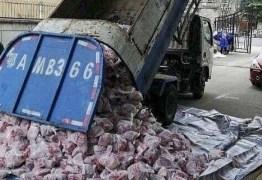CORONAVÍRUS: caminhão de lixo leva carne de porco a moradores em quarentena