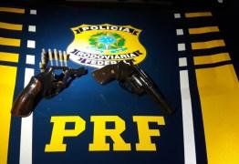 PRF prende dois homens e armas de fogo durante abordagem