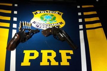 095dd746 9918 4d29 b2ab ec4311af4b64 - PRF prende dois homens e armas de fogo durante abordagem