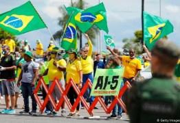 Augusto Aras pede ao STF abertura de inquérito para investigar presença de políticos em atos contra democracia