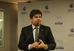 Eduardo apresenta votos de aplauso para UFPB, UEPB e Escola Cidade Viva por criação e doação de máscaras a profissionais de saúde
