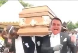 Presidente da Embratur compartilha vídeo de Bolsonaro dançando com caixão
