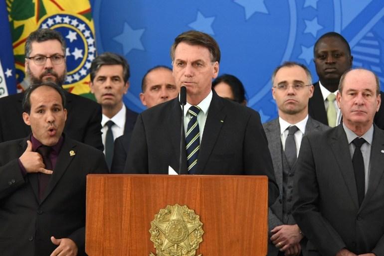 """Bolsonaro 2 1 - Bolsonaro """"tratora"""" rival numa corrida que é imprevisível para ambos - Por Nonato Guedes"""