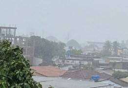 JOÃO PESSOA: chuvas deixam ruas e avenidas alagadas e semáforos com problemas